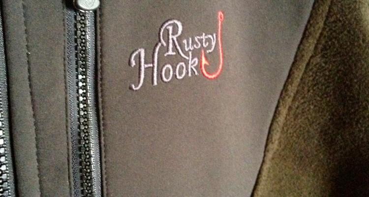 Praktische Brusttasche mit Logo.