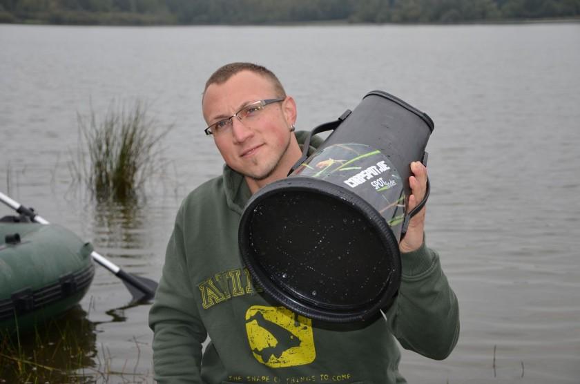 Die Fische ziehen wieder ins flachere Wasser. Location mit dem Aquaskope begutachten.