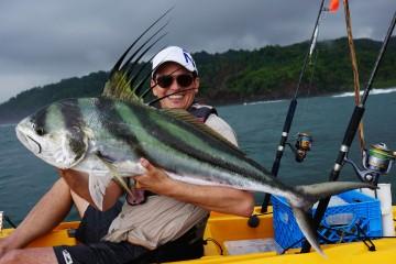 Einzigartig ist der Roosterfish. Er lebt auch nearshore und ist eine extrem starker Kämpfer. Einer der schönsten Fische die ich kenne aber auch ganz schwer zu fangen. Während unserer Tour konnten wir nur dieses und noch ein kleineres Exemplat überlisten.