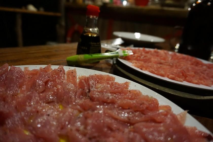 Als Vorspeise gabs auf unseren Wunsch fast täglich Sashimi zubereitet aus verschiedenen Fischarten. Der Rest der Küche war auch sensationell - da merkt man den gelernten Hotelier bei Pascal.