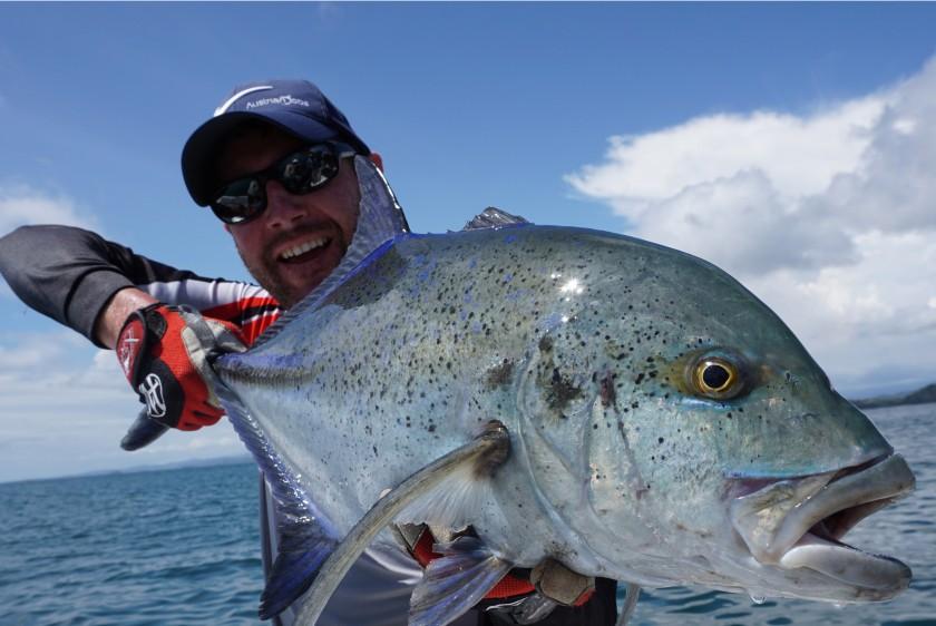 Bluefin Trevallys sind neben den Jack's häufig zu finden aber schwerer zu überlisten. Dieses Exemplar konnte einem kleinen Popper nicht widerstehen.