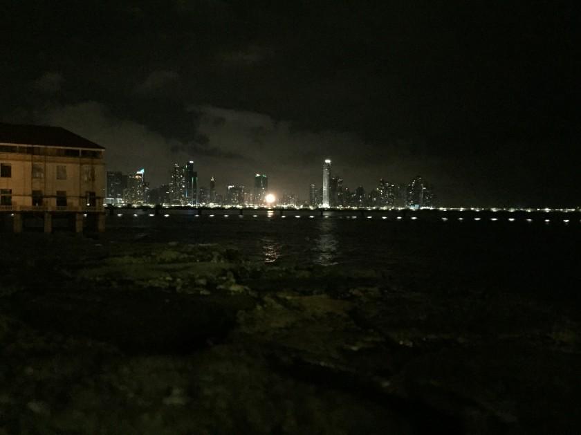 Der Blick von der Altstadt Panamas hin zur Bankencity. Schon sehr viele Banken für 3,8 Mio Einwohner.